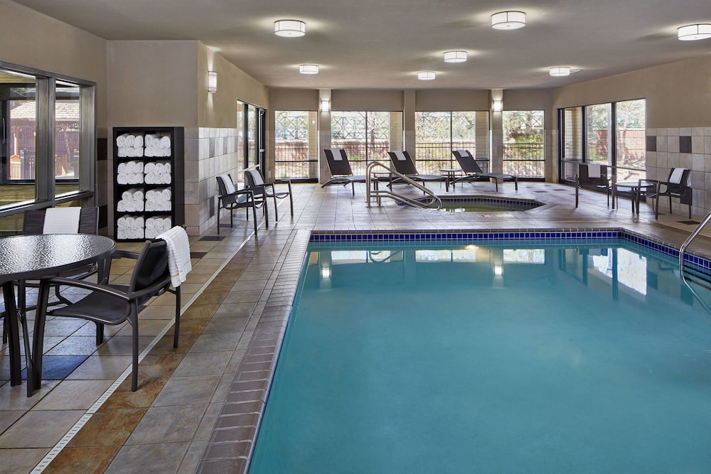 Pool, Courtyard Minneapolis St. Paul/Roseville by Marriott