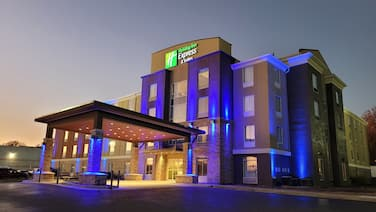 Holiday Inn Express & Suites Starkville, an IHG Hotel
