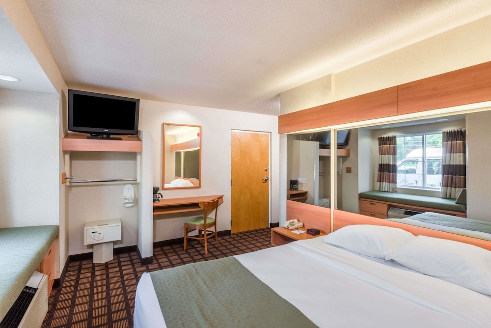 Room, Microtel Inn & Suites by Wyndham Uncasville
