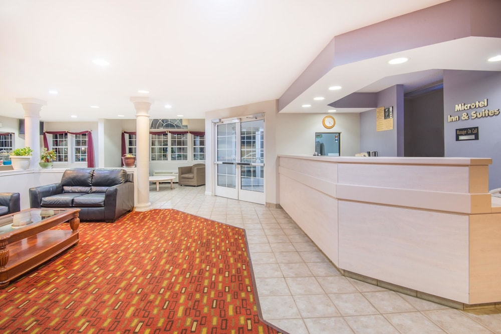 Lobby, Microtel Inn & Suites by Wyndham Claremore