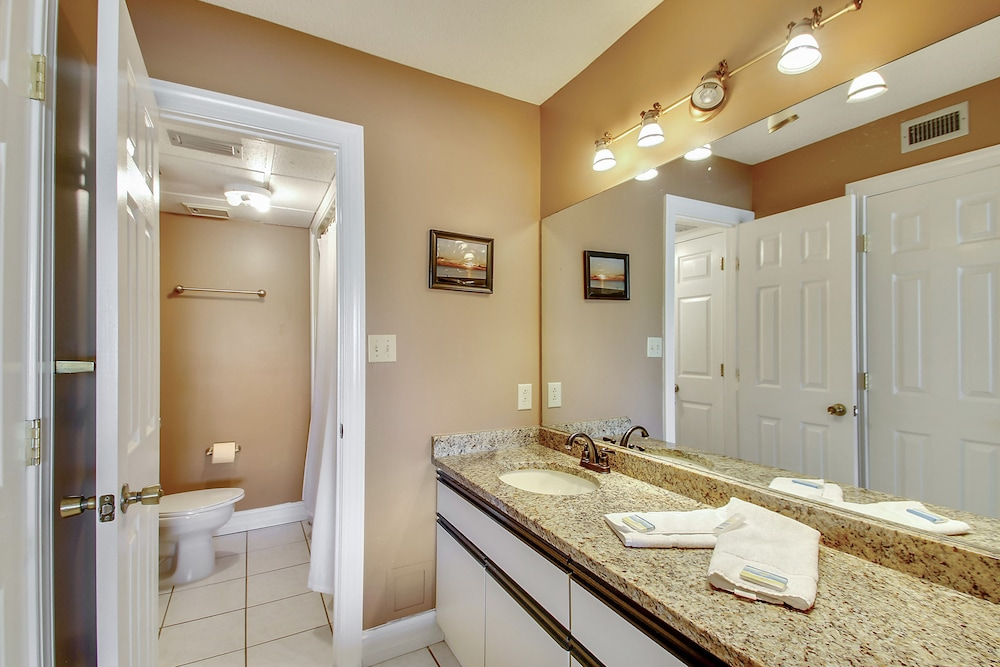 Bathroom, Edgewater Beach and Golf Resort by Resort Collection