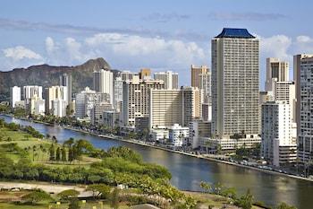ハワイへ一人旅。ホテル内にコインランドリーがありキッチン付きの客室があるホテルを探しています