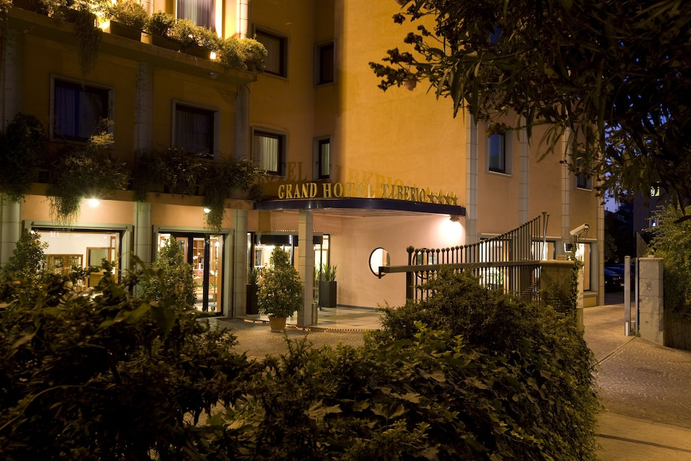 Front of Property - Evening/Night, Grand Hotel Tiberio