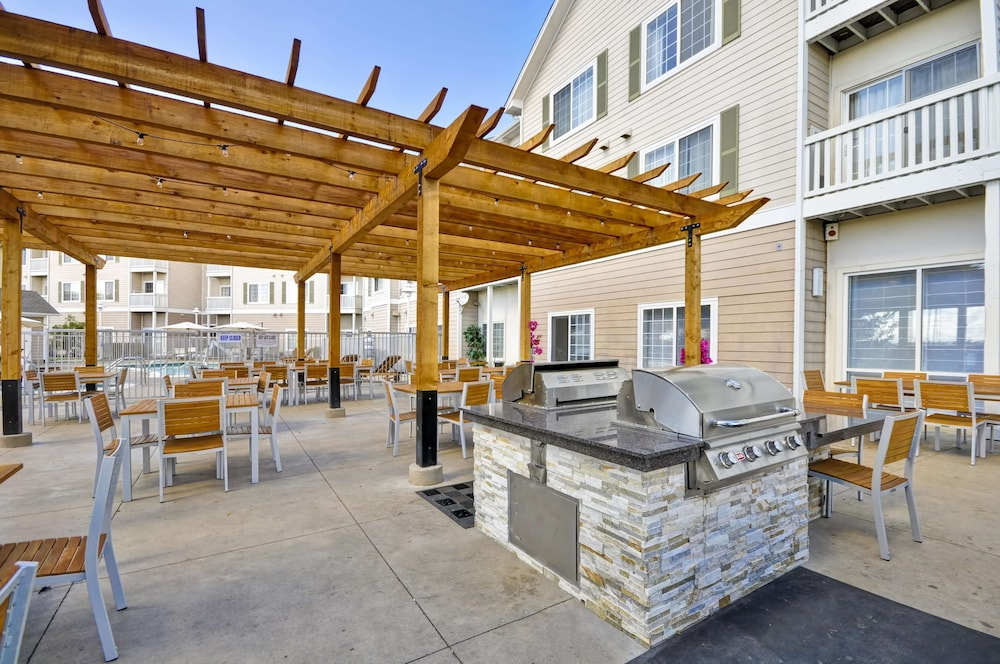 Courtyard, Homewood Suites by Hilton Oakland-Waterfront