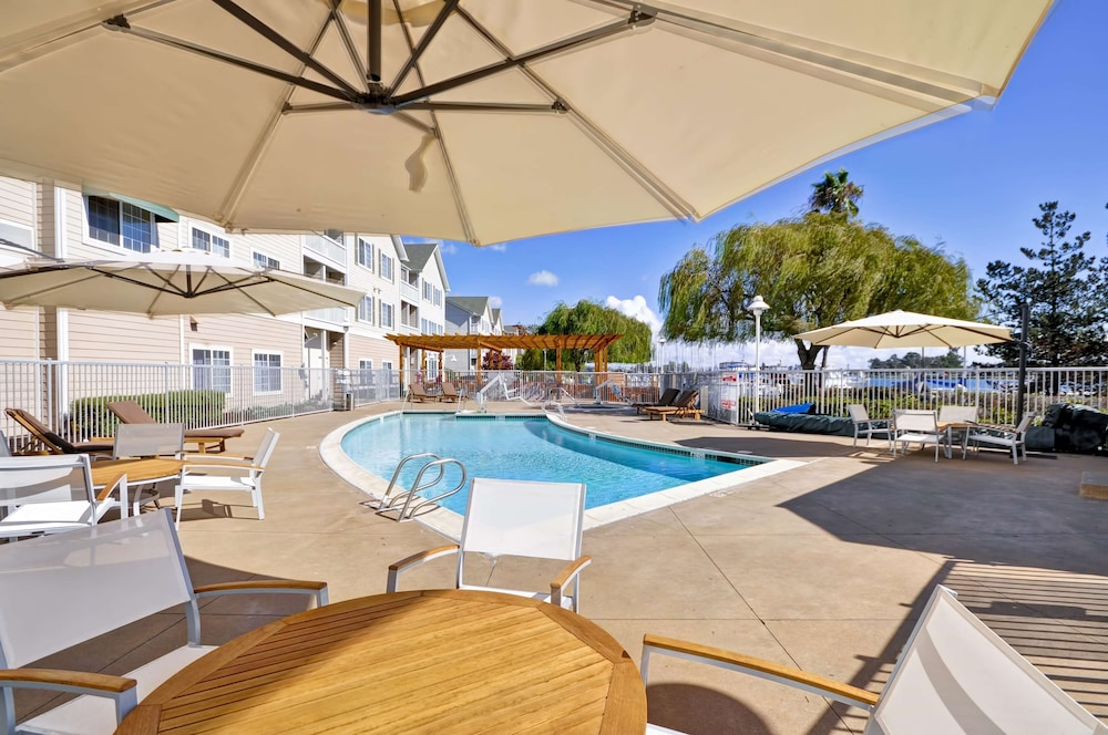 Pool, Homewood Suites by Hilton Oakland-Waterfront