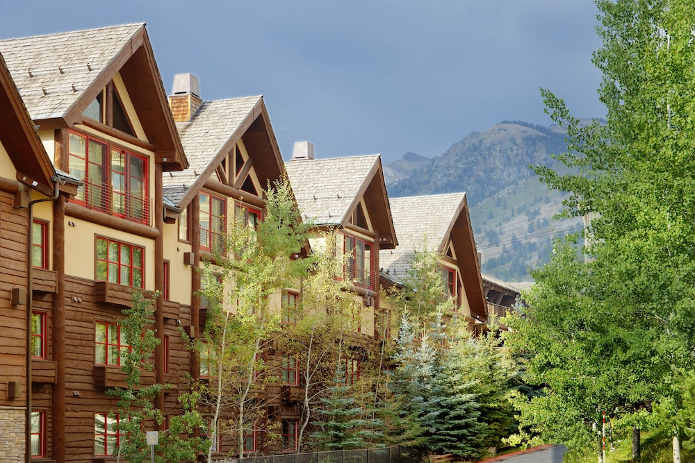 Exterior detail, Snake River Lodge & Spa