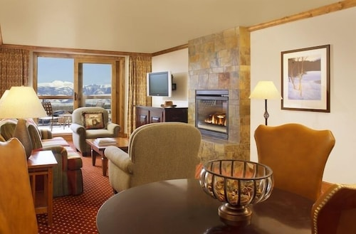 Living Area, Snake River Lodge & Spa