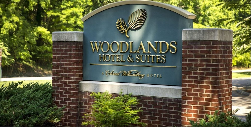 Property Entrance, Woodlands Hotel & Suites - A Colonial Williamsburg Hotel