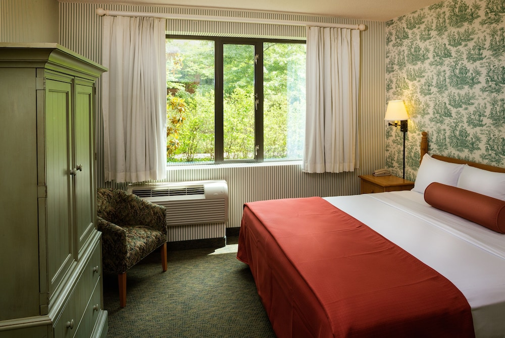 Room, Woodlands Hotel & Suites - A Colonial Williamsburg Hotel