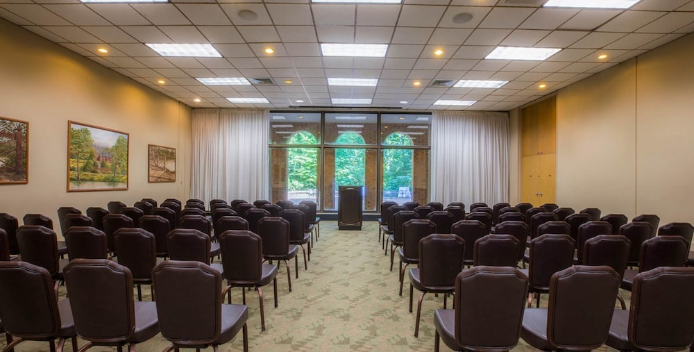 Meeting Facility, Woodlands Hotel & Suites - A Colonial Williamsburg Hotel