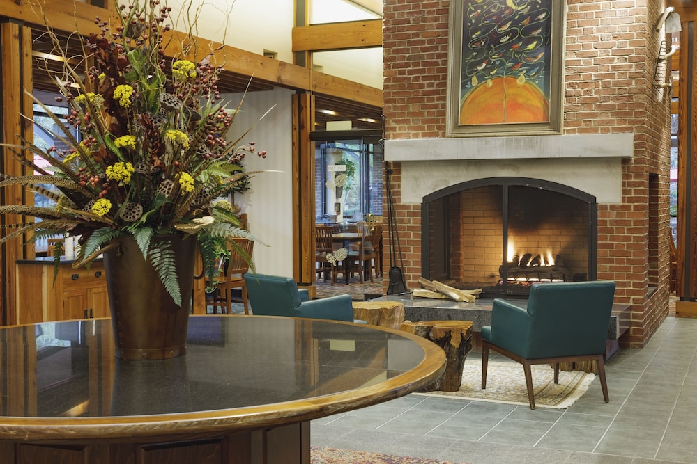 Lobby Sitting Area, Woodlands Hotel & Suites - A Colonial Williamsburg Hotel