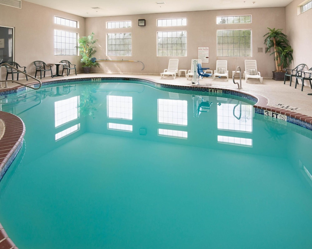 Pool, Comfort Suites Texarkana