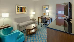 Tallelokero huoneessa, työpöytä, silitysrauta/-lauta, vauvansängyt