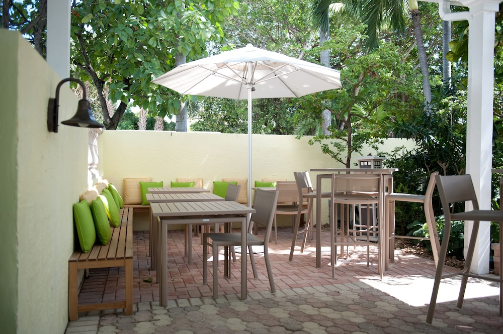 Terrace/Patio, Almond Tree Inn