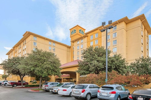 La Quinta Inn & Suites by Wyndham San Antonio Airport