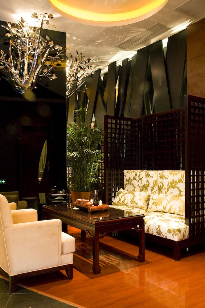 Lobby Sitting Area, The Pavilion Hotel