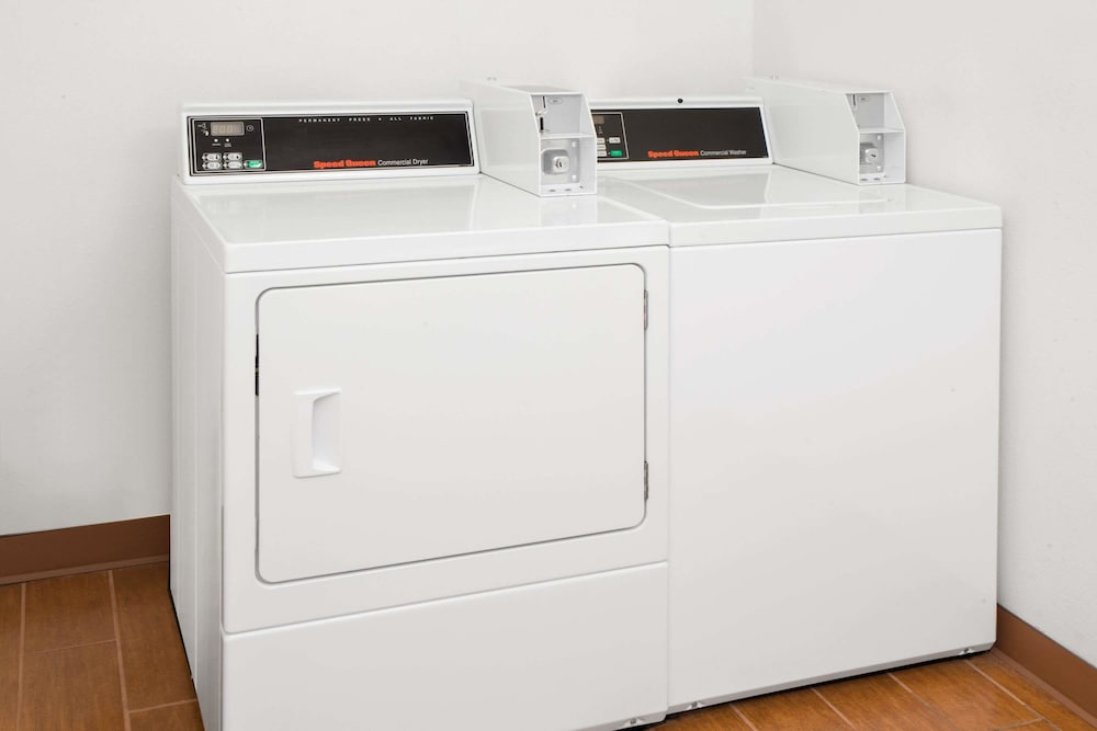 Laundry Room, Super 8 by Wyndham Three Rivers