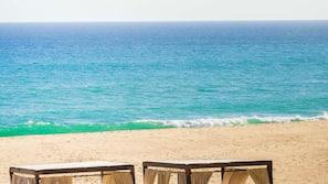 Praia particular, espreguiçadeiras, massagens na praia