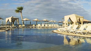 6 piscinas externas, guarda-sóis, espreguiçadeiras
