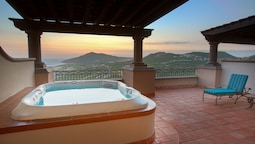 Executive Suite Jetted Tub Ocean View