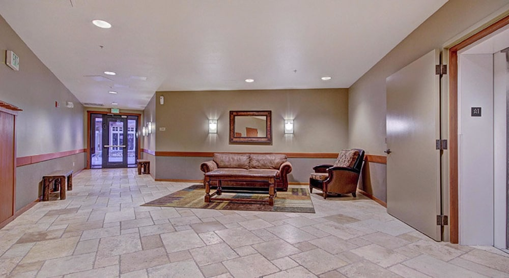Lobby Sitting Area, Copper One at Center Village by Copper Mountain Lodging
