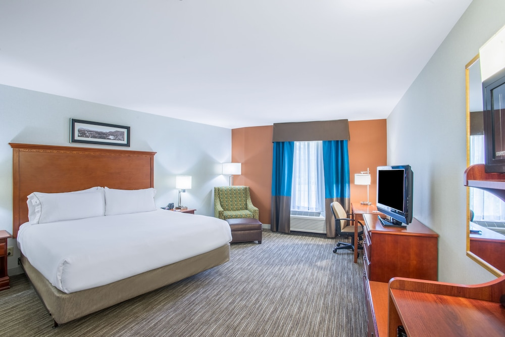 Room, Holiday Inn Express Hotel & Suites Brattleboro, an IHG Hotel