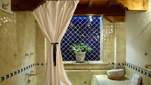 Ducha y bañera combinadas y bañera de hidromasaje