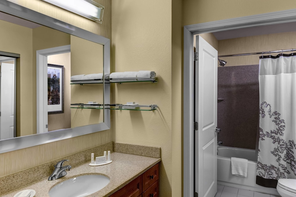 Bathroom, Residence Inn by Marriott Atlanta Midtown/Peachtree at 17th