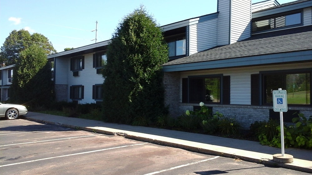 Front of Property, Ladysmith Motel & Suites