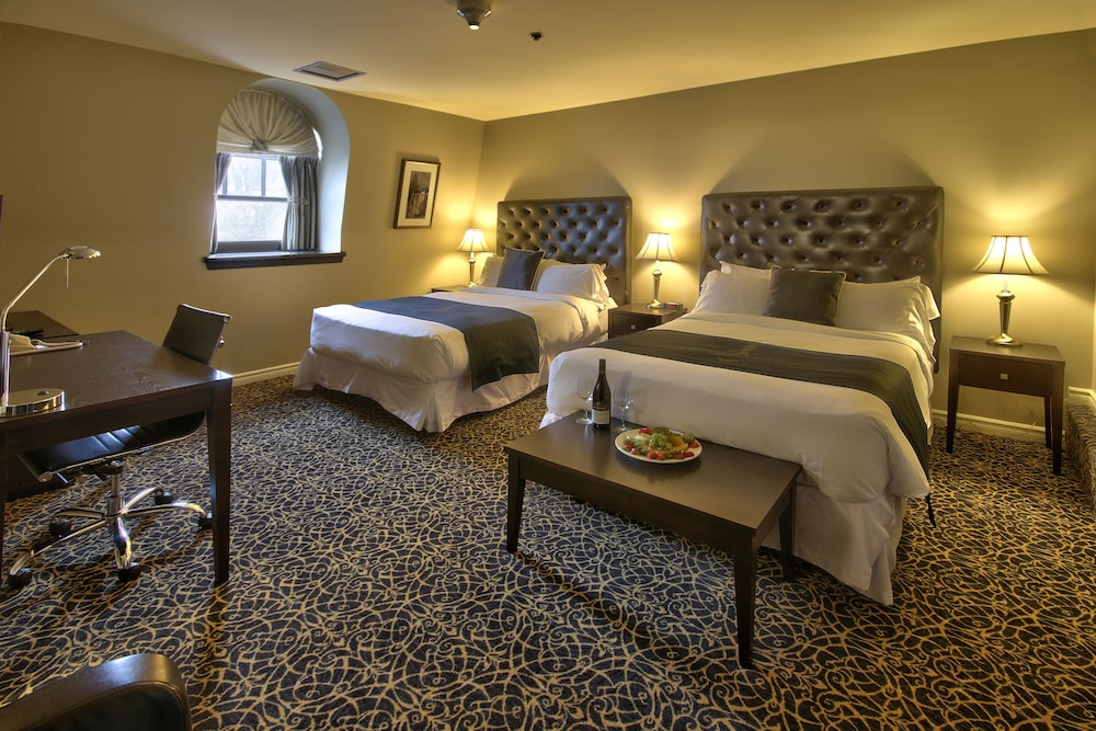 Hotel clarendon reviews photos rates for Hotels quebec
