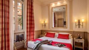 Hypo-allergenic bedding, minibar, in-room safe, free WiFi