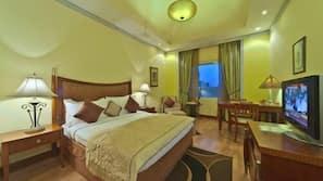 Down duvet, Select Comfort beds, minibar, in-room safe