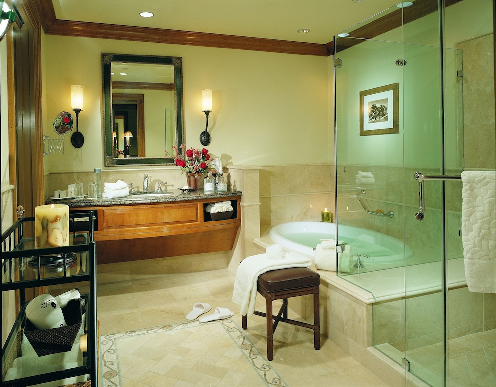 Bathroom, The Rose Hotel
