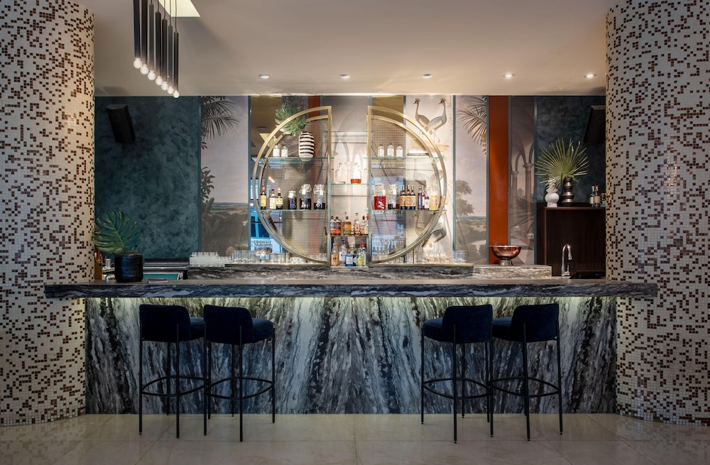 Bar, OPUS Hotel Vancouver