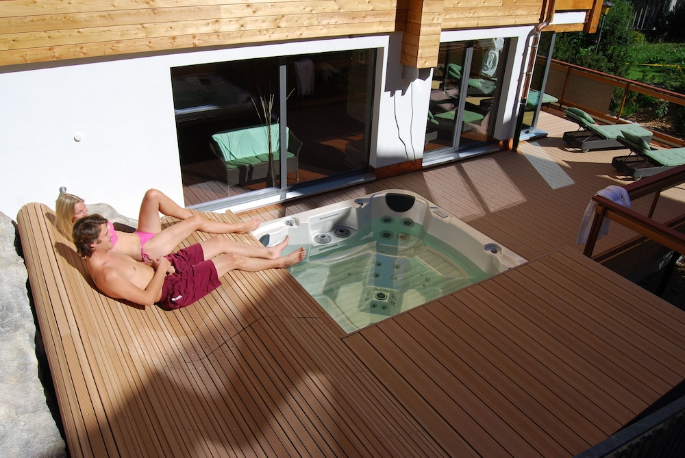 Outdoor Spa Tub, Hotel Schweizerhof Gourmet & Spa
