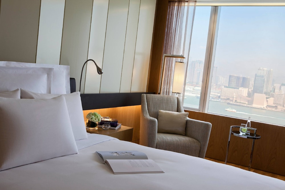 Room, Renaissance Hong Kong Harbour View Hotel