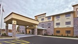 La Quinta Inn & Suites Fairborn Wright-Patterson - Fairborn Hotels