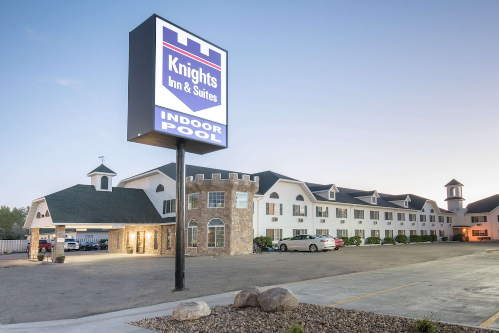 Knights Inn Grand Forks In Grand Forks Hotel Rates Reviews On Orbitz