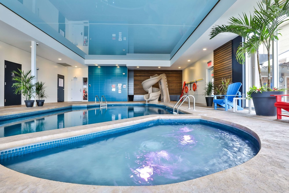 Pool, Comfort Inn and Suites St Jerome