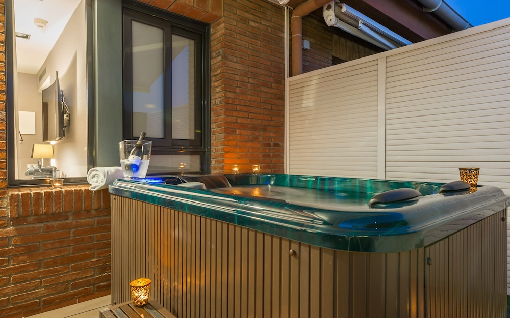 Superior Double Room, Terrace (with Jacuzzi) - Outdoor Spa Tub