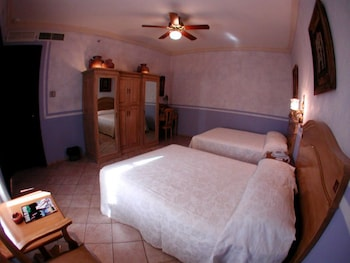 Standard Room, 2 Double Beds - Guestroom