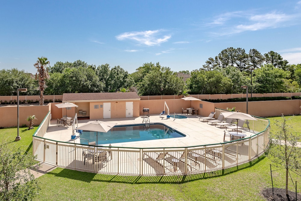 Outdoor Pool, Courtyard by Marriott Bryan College Station