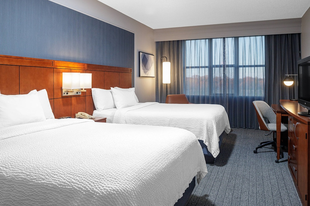 Room, Courtyard by Marriott Long Island MacArthur Airport