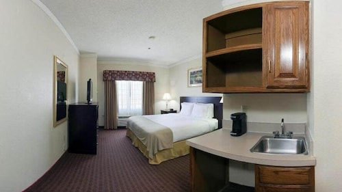 Great Place to stay Holiday Inn Express & Suites Plainview near Plainview