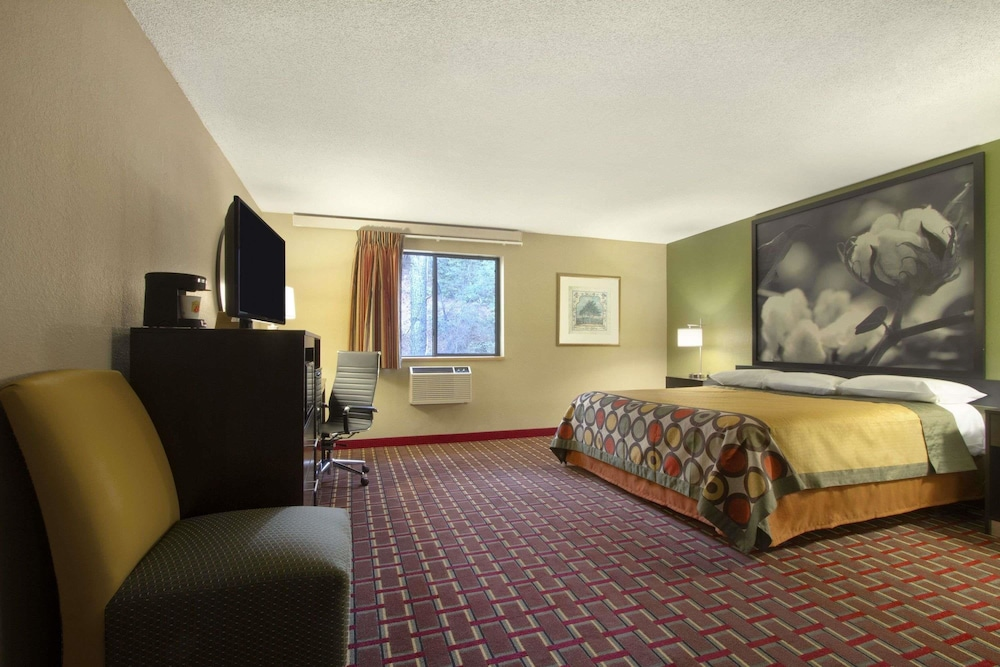 Room, Super 8 by Wyndham Homewood Birmingham Area