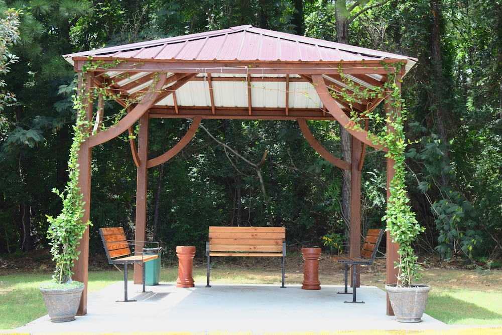Gazebo, Super 8 by Wyndham Homewood Birmingham Area