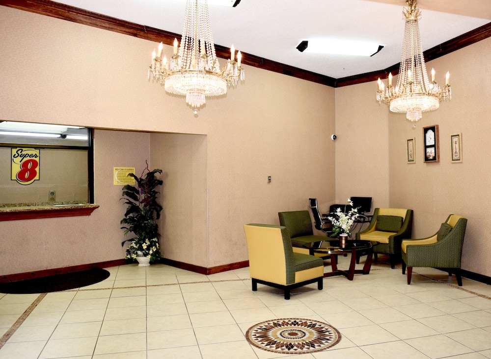 Lobby Sitting Area, Super 8 by Wyndham Homewood Birmingham Area