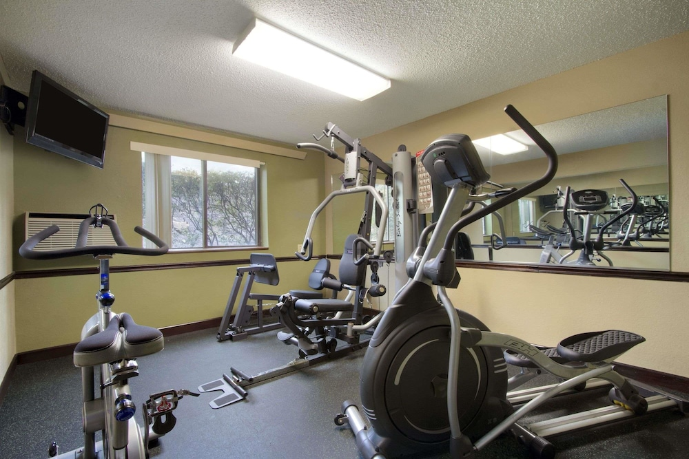 Fitness Facility, Super 8 by Wyndham Homewood Birmingham Area