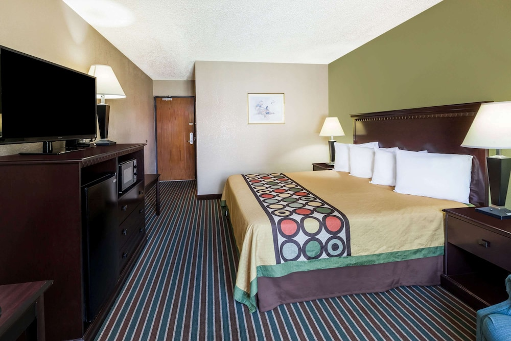 Room, Super 8 by Wyndham Harrison AR