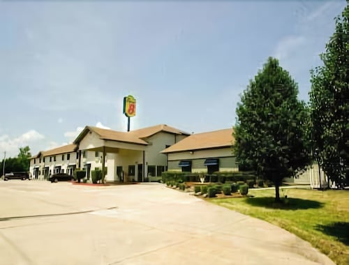 Super 8 by Wyndham Van Buren/Ft. Smith Area